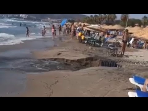 Kuşadasında Zitur sitesinde kanalizasyon patladı!