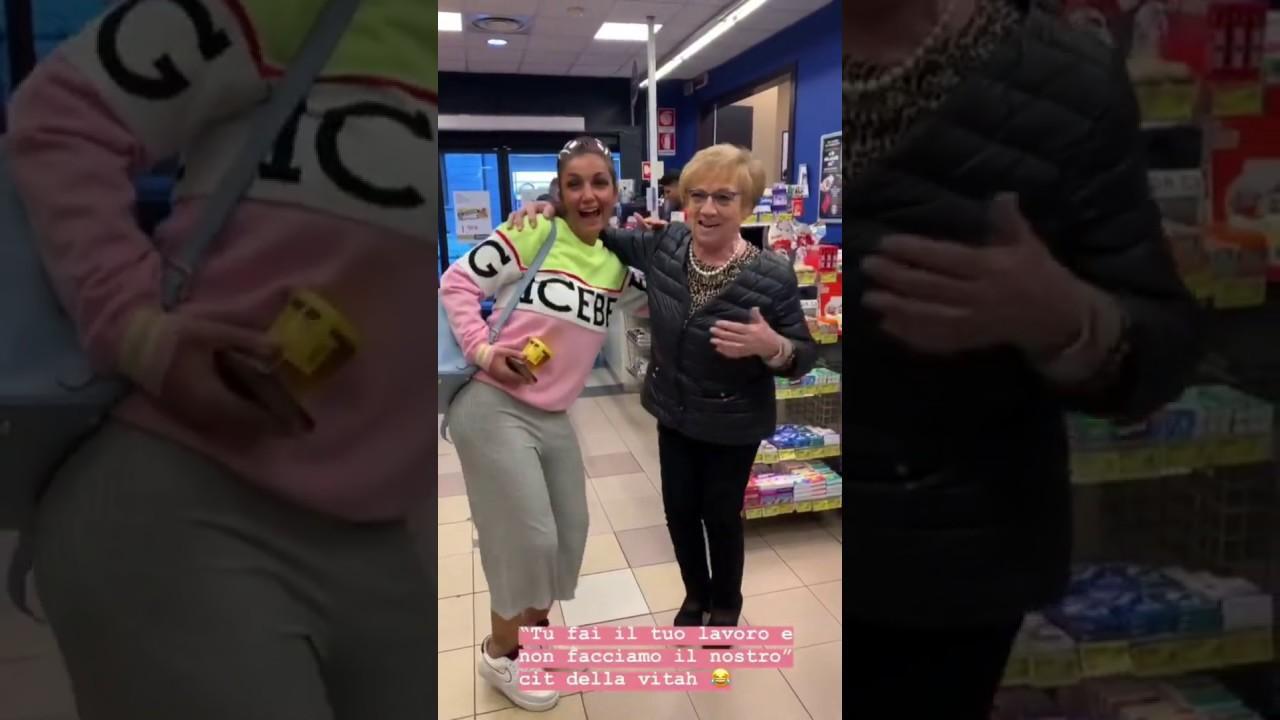 Elettra Lamborghini bailando en el supermercado