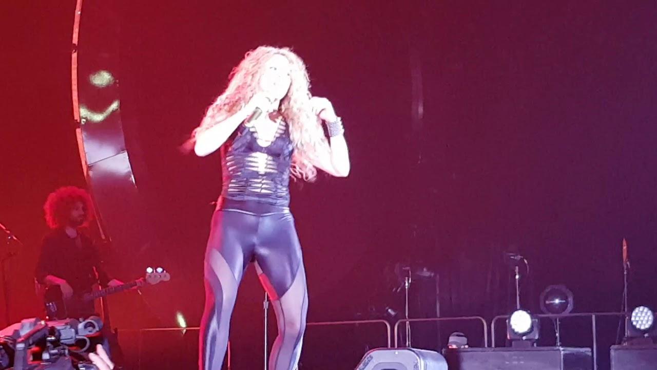 Shakira sexy ass leggings