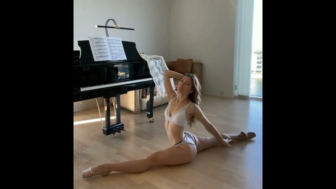 Sexy yoga girl leg splits, flexibility, flexible girl stretching ❤️ beautiful girl yoga ???? #shorts