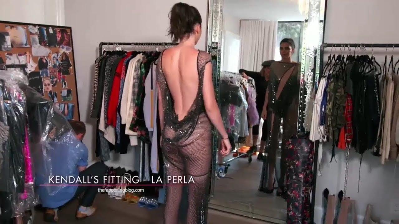 Kendall Jenner transparan elbisesiyle Met Gala'ya katıldı.