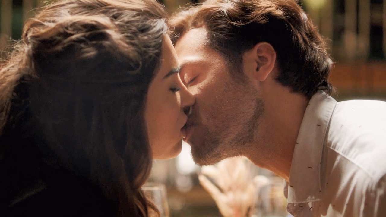 Just Say Yes / Kissing Scenes — Lotte and Alex (Yolanthe Cabau and Juvat Westendorp)
